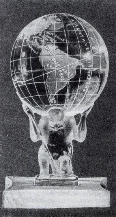 Печать из горного хрусталя с Атласом, поддерживающим земной шар. Сделана русскими мастерами XIX в. из одного куска горного хрусталя. Американский музей естественной истории