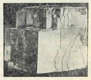 Рис. 23. Совершенная спайность каменной соли